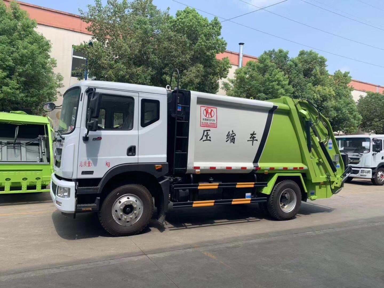12方压缩垃圾车支援西藏建设